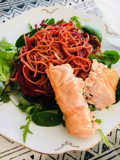 laxfilé med rödbet och sojaspagetti